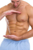Closeup on male athlete showing great abdominal muscles — Fotografia Stock