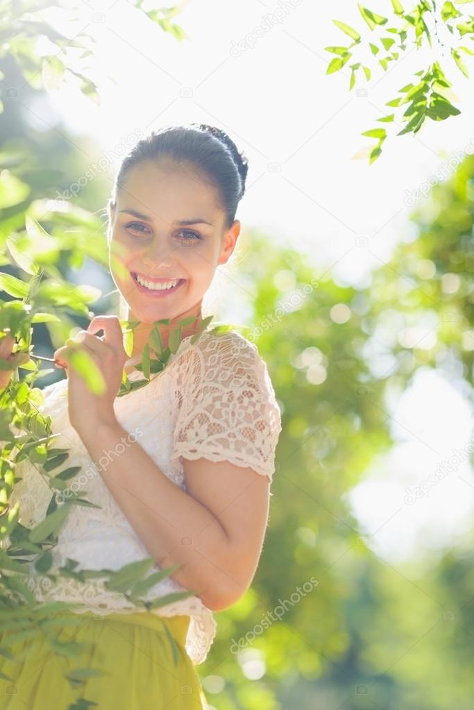 Smiling girl playing in foliage — Stock Photo #13725752