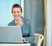Happy business woman working on laptop — Stock Photo