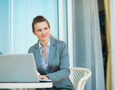 Thoughtful business woman working on laptop — Stock Photo