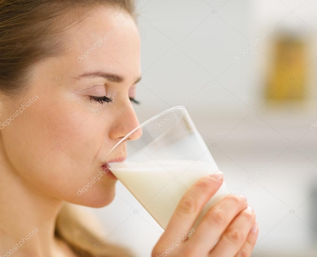 Фото молодого парня который пьет молоко 12 фотография