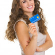 Portrait of happy young woman holding credit card — Stock Photo