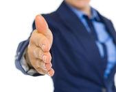 крупным планом на бизнес-леди, протягивая руку для рукопожатия — Стоковое фото