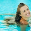 Portrait of smiling young woman in pool — Stock Photo