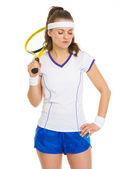 Retrato de tenista pensativo con raqueta — Foto de Stock