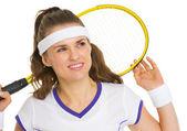 Drömmande tennisspelare med racket — Stockfoto