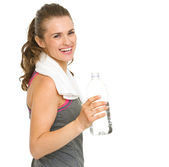 Portrait of happy fitness young woman with bottle of water — Foto de Stock