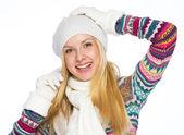 Retrato de mujer joven feliz en ropa de invierno — Foto de Stock