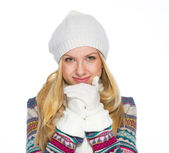 Portrait of smiling young woman in winter clothes warming hands — Stock Photo