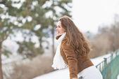 Happy young woman enjoying winter outdoors — Foto Stock