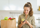 Housewife with shopping bag full of vegetables — Foto de Stock