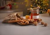 Honey and walnuts on table — Stockfoto