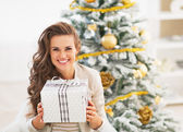 Portrait of happy young woman with christmas present box — Stock Photo