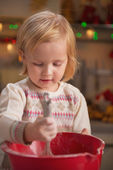 Baby kneading dough using whisk — Stockfoto