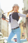 Happy young hipster having fun in the city — Stockfoto