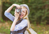 Young hipster taking photo — Stockfoto