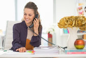 Happy fashion designer talking phone — Stockfoto