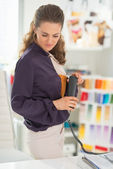Fashion designer with phone — Stock Photo