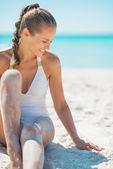 Happy woman sitting on beach — Stock Photo