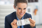 Business woman showing money — Stock Photo