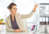 Business woman drawing perspectives — Stock Photo