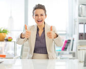 Business woman showing thumbs up — Stock Photo