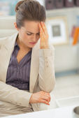 Donna d'affari con cefalea — Foto Stock