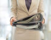 Business woman holding folders — Stock Photo