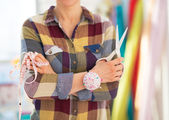 Seamstress with scissors and measuring tape — Stockfoto