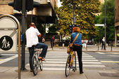 Two city cyclists — Stock Photo