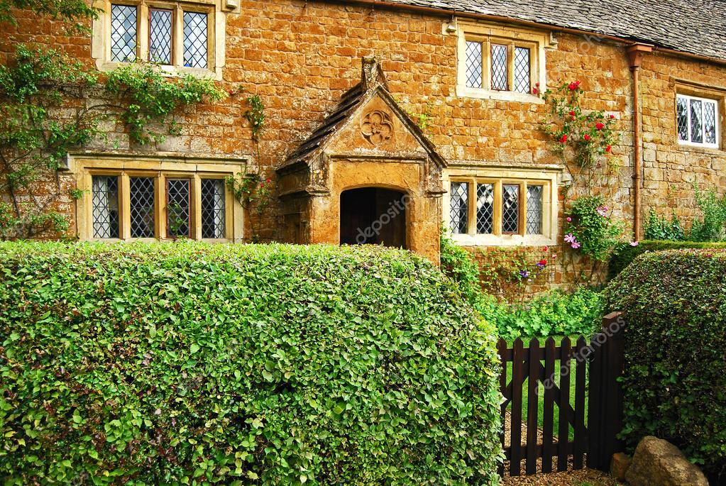 Casa de pedra do velho continente fotografias de stock for Classic house 2003