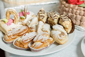 Eclairs sweets with cream sprinkled sugar powder — Stok fotoğraf
