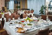 Table dressée pour la partie de l'événement ou célébration de réception de mariage — Photo