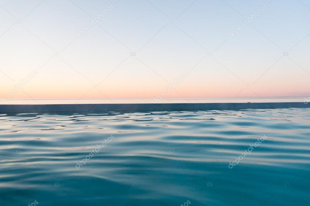 Vreedzame Zonsondergang Op Zee In Zachte Pastel Kleuren