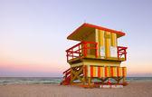 Miami beach florida sommer szene mit rettungsschwimmer-haus — Stockfoto