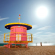 Summer scene in Miami Beach Florida with a colorful lifeguard house — Stock Photo