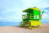 Green lifeguard house in South Beach, Miami Beach Florida — Stock Photo