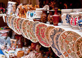 Ceramic plates and souvenirs — Stock Photo