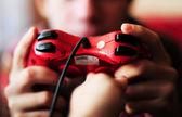 Ellerinde kırmızı joystick — Stok fotoğraf