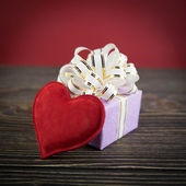 Gift box and heart on old wooden background — Стоковое фото