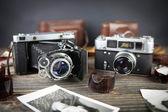 Stary aparat na drewnianym stole — Zdjęcie stockowe