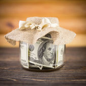 One hundred dollar bills in a glass jar — Foto Stock