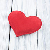 Red heart on wood background — Foto Stock