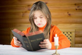 The girl reads the Bible — Stock Photo