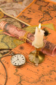 Antiquarian pocket watch and ancient world maps — Photo