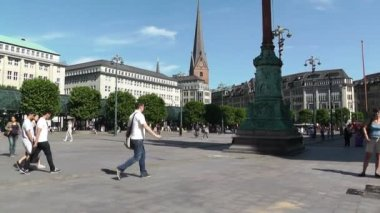 Sqaure in Alster Hamburg in front of the City Hall downtown — Stock Video