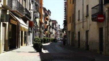 Calm mediterranean town street in a summer afternoon — Stock Video