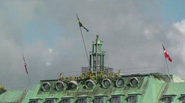 Vue du centre-ville de stockholm de gamla stan, grand hôtel — Vidéo