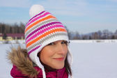Smiling girl in winter — Foto Stock