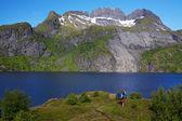 Vandrare av fjorden i norge — Stockfoto
